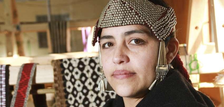 Mónica Paillamilla: Cuando una mujer se conecta con el telar su vida florece