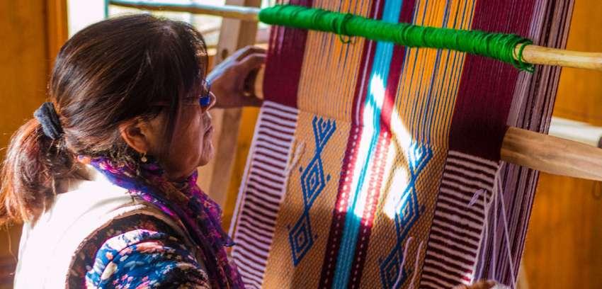 Talleres de telares impartidos por Parque Eólico Lebu-Toro reúnen a más medio centenar de mujeres de la zona